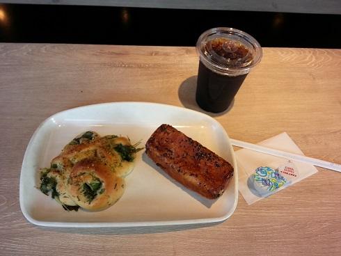 100円パンのヤキタテイ 宝塚あいあいパーク店 でモーニングです。(第二弾)