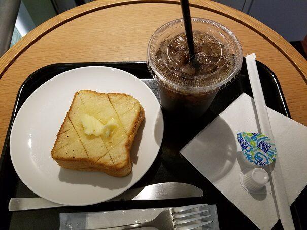 DEAN&DELUCA CAFE(ディーン&デルーカ カフェ)伊丹空港店で初モーニングです。