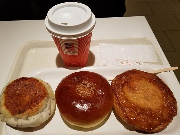 阪急川西能勢口駅2階駅構内、CAFE BAKERY FREDSで初めてモーニング