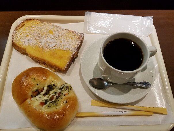 阪急西宮北口駅・阪急ベーカリー&カフェでモーニング