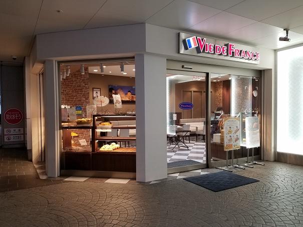 ヴィ・ド・フランス 阪神西宮店 (VIE DE FRANCE)にてパン・モーニング