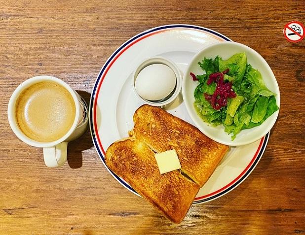 吹田市江坂のカフェ&バー・PRONTO(プロント)でモーニングを7時からいただきました。