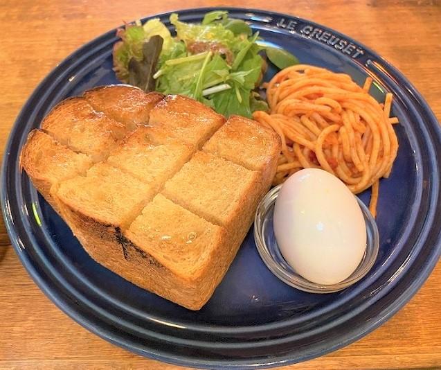 大阪市北区天満、カフェ・トキオナにて7時からトーストモーニングです。
