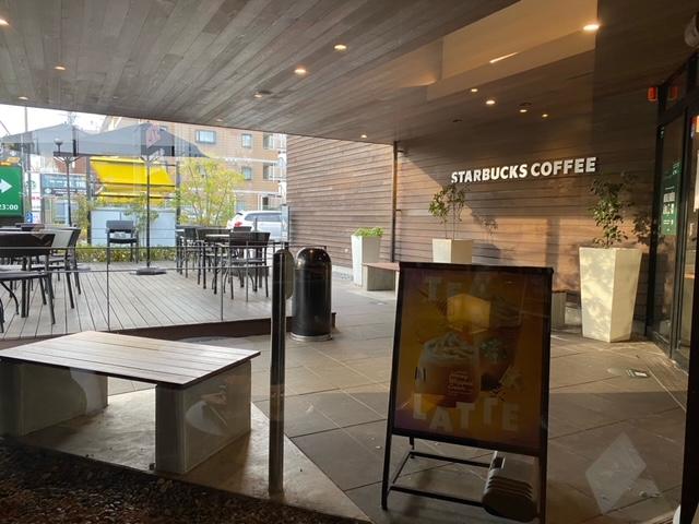 スターバックスコーヒー  豊中ロマンチック街道店で7時から初モーニングです