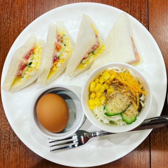 サンドイッチ専門店・ファミーユ尼崎店イートインにて7時からモーニングです